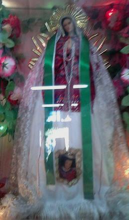 La inspiración de Doña Pascuala es el atavío de una Virgen en la iglesia de San Andrés. La foto fue tomada a escondidas de las autoridades pues por lo general son muy celosos de sus iconos.